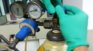 氧气罐的使用及调节方法